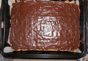 Jablkový koláč s čokoládovou polevou