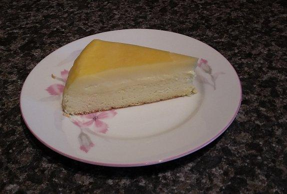 Dvouvrstvý koláč z jednoho těsta, co se rozdělí na dvě vrstvy sám