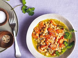Rychlé zelené karí s mrkví a cizrnou