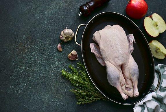 Pečená husa s brusinkovým zelím