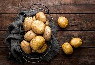 Zapečené brambory s brokolicí a modrým sýrem