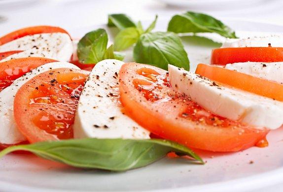 Italská kuchyně- předkrmy - salát Caprese