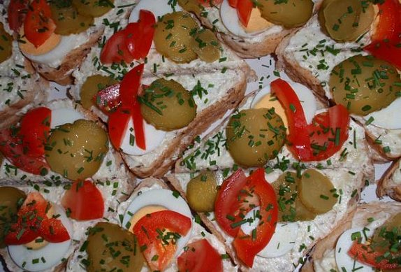 Báječné chlebíčkové tousty s tvarůžkovou pomazánkou photo-0