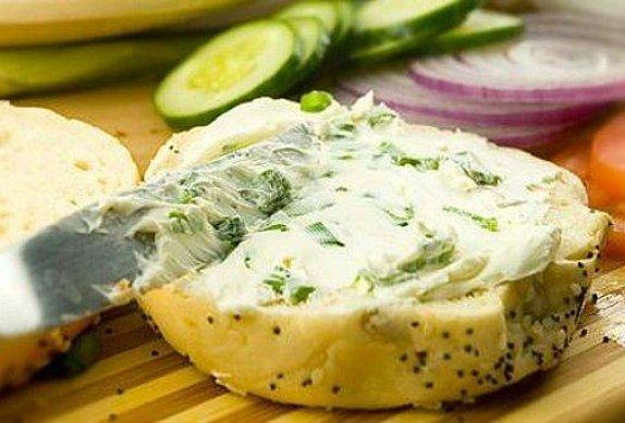 Česneková pomazánka z balkánského sýra