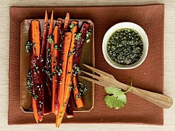 Marinovaná mrkev s koriandrovým pestem