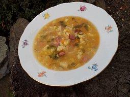 Květáková polévka s uzeným masem