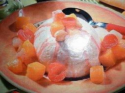 Krupicový nákyp s ovocným kompotem