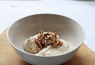 Zmrzlina s karamelizovanými vlašskými ořechy