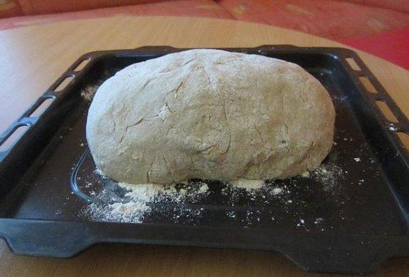 Domácí chleba z žitné mouky