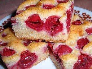 Jednoduchý vláčný višňový koláč