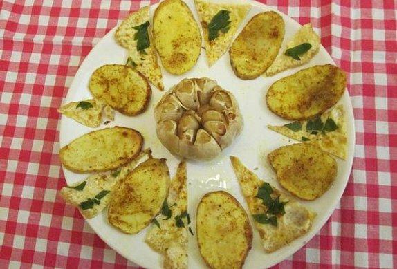 Grilované brambory s česnekem