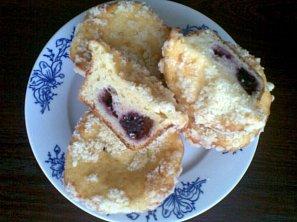 Tvarohovo-vanilkový koláč s ovocem a žmolenkou