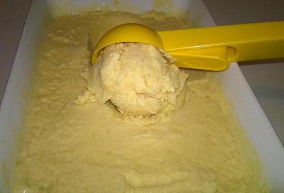 Mangová smetanová zmrzlina