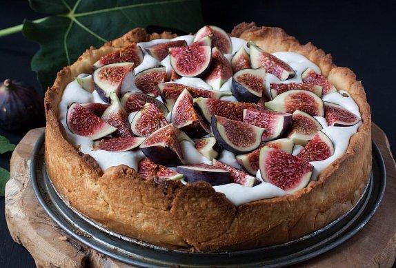 Mandlový dort s jogurtem a ovocem