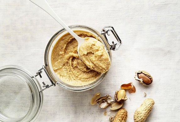 Nepečené ovesné placičky s arašídovým máslem