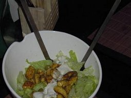 Ledový salát s kořeněným kuřecím masem