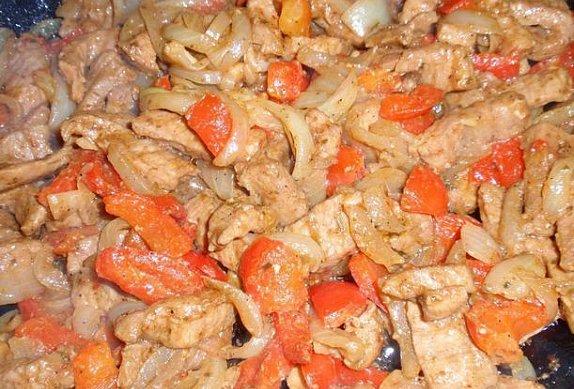 Cibulovo-paprikové kořeněné maso