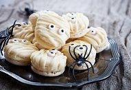 Halloweenské makronky s ganache z bílé čokolády