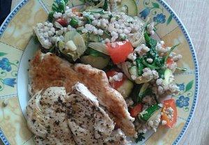 Pohankové zeleninové rizoto s kuřecím plátkem