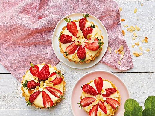 Tartaletky s vanilkovým krémem a jahodami