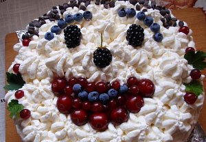 Dvoubarevný roládový dort se smetanovým krémem