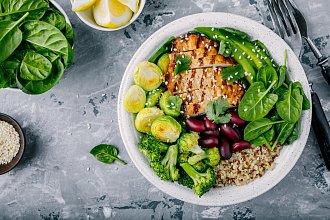 Recepty na salát s masem – postup přípravy, suroviny a více variant receptu