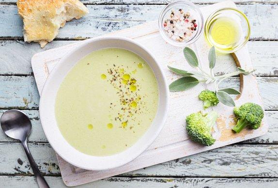 Krémová brokolicová polévka s kokosovou smetanou
