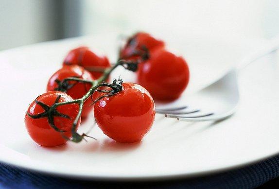 Pečený lilek s jogurtem a rajčatovou salsou