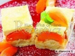 Meruňkový koláč se smetanovou peřinou