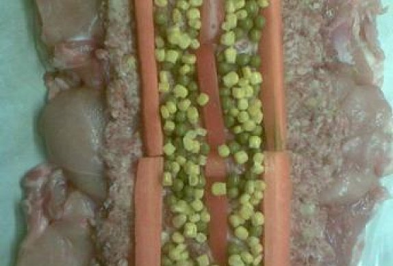 Vepřovo-drůbeží roláda se zeleninou