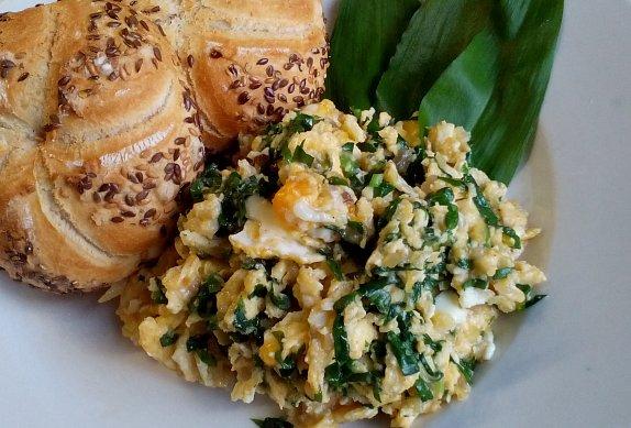 Míchaná vajíčka s medvědím česnekem