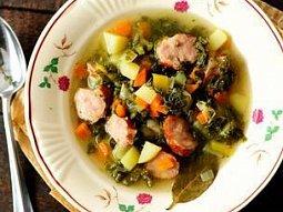 Kapustová polévka s klobásou