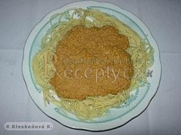 Špagety s kuřecí nohou na leču