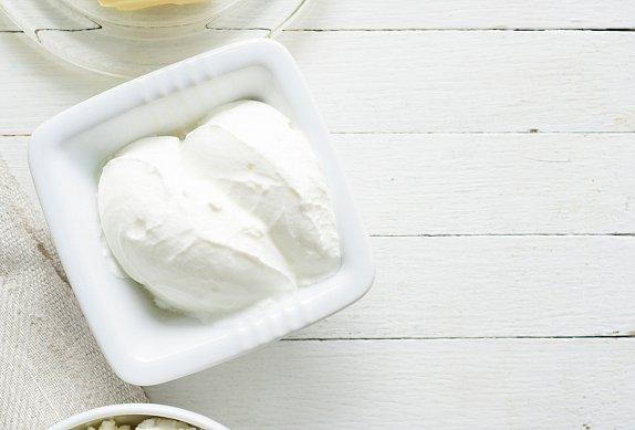 Tvarohová zmrzlina s ostružinami