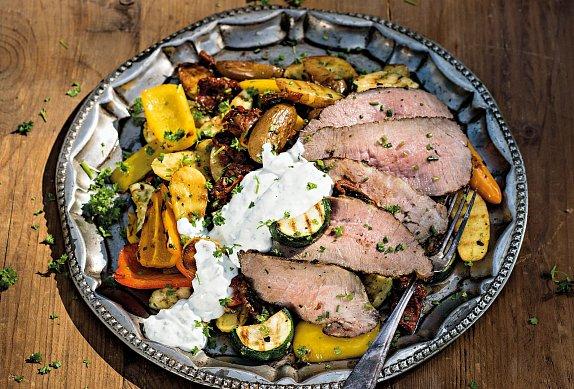 Grilované vepřové s bramborovým salátem