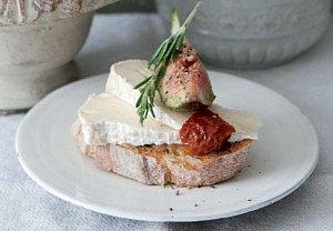 Obložený chléb s fíky