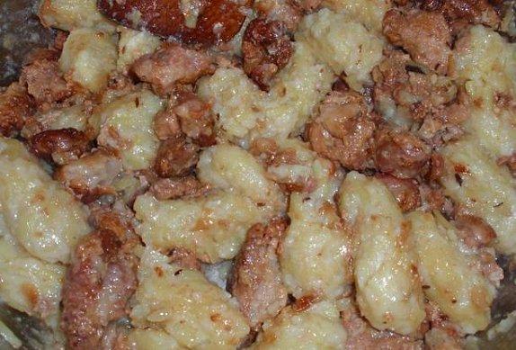 Klouzáky s masem (chlupaté knedlíky) a kysaným zelím