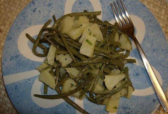 Salát z brambor a zelených fazolek
