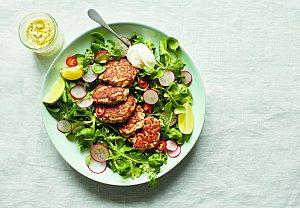 Rybí karbanátky se salátem