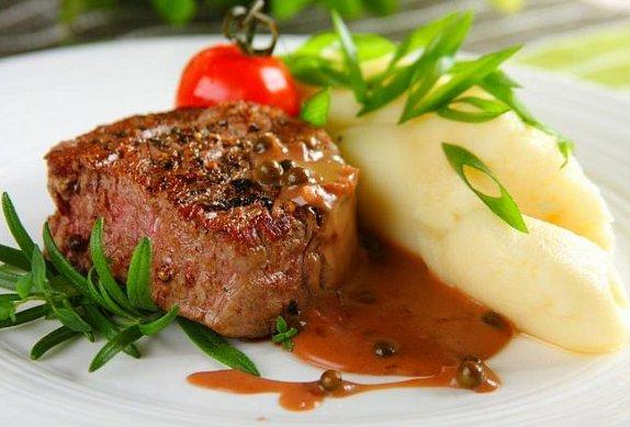 Steak s pepřovou omáčkou