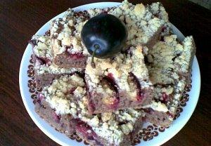 Cuketový koláč se švestkami