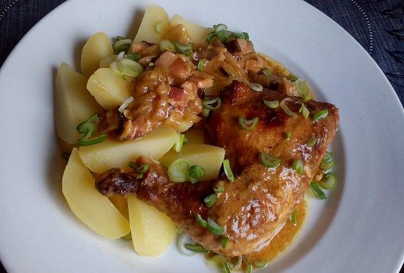 Hořčicové kuře (králík) na slanině