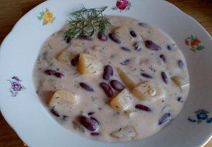 Vydatná fazolová polévka se zakysankou