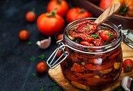 Muffiny se špenátem, fettou a sušenými rajčaty