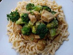 Bleskové kuřecí kari s brokolicí