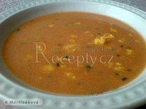 Rajská polévka se zakysanou smetanou
