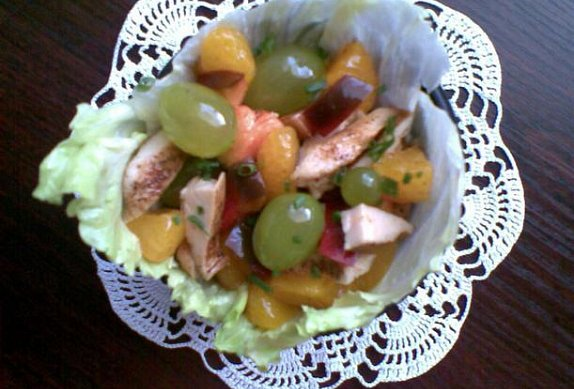 Drůbeží salát s ovocem a zeleninou