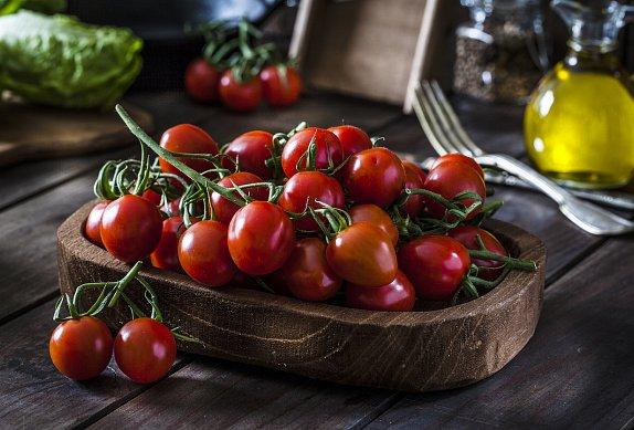 Bylinková a rajčatová focaccia s pestem