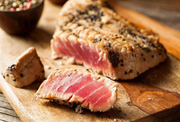 Tuňákový steak v chlebovo-bylinkové krustě