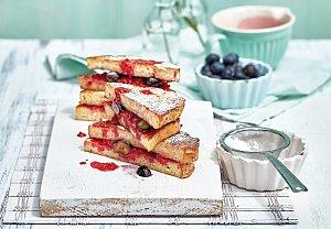 Francouzské toasty s červeným ovocem